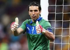 L'Italia gioca male, pareggia 2-2 con la Danimarca grazie ad una gran botta di.. ginocchio
